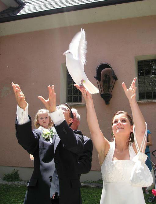 Beispiel: Brauch mit Tradition, Foto: Hochzeitstauben Fleckner.