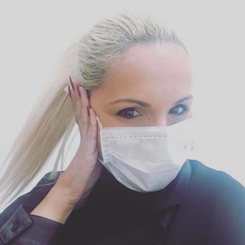 Débora Castro - designer de pestanas e sobrancelhas