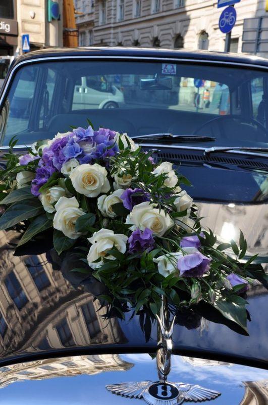 Beispiel: Autodekoration, Foto: Toifl Blumen.