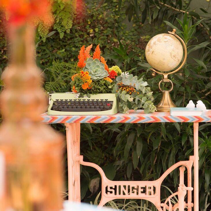 A máquina de escrever ganhou um lindo arranjo floral
