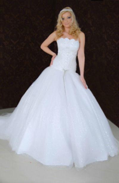 Beispiel: Brautmoden, Foto: Atelier Eleganze.