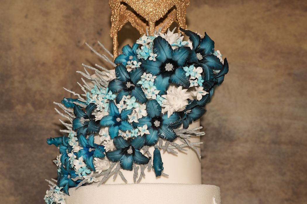 Flame of Love Cake Blume