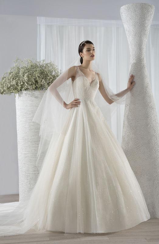 Robe de mariée Demetrios par votre boutique Confidence Mariage