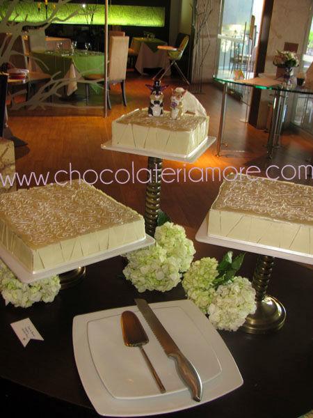 torta de brownie con chocolate blanco y muñecos en porcelanicrón