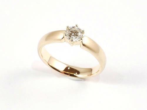 Beispiel: Verlobungsring mit Brillant, Foto: der Goldschmied - Eric Lorenz.