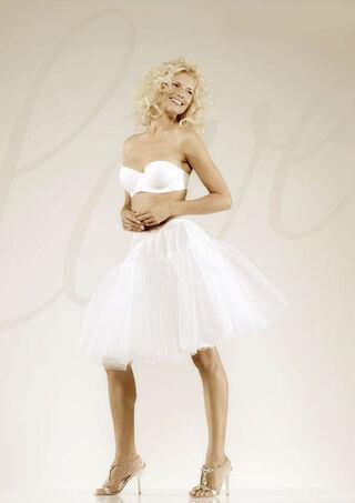 Beispiel: Angenehm durch den großen Tag, Foto: feminin Braut- und Abendmode Accessoires.