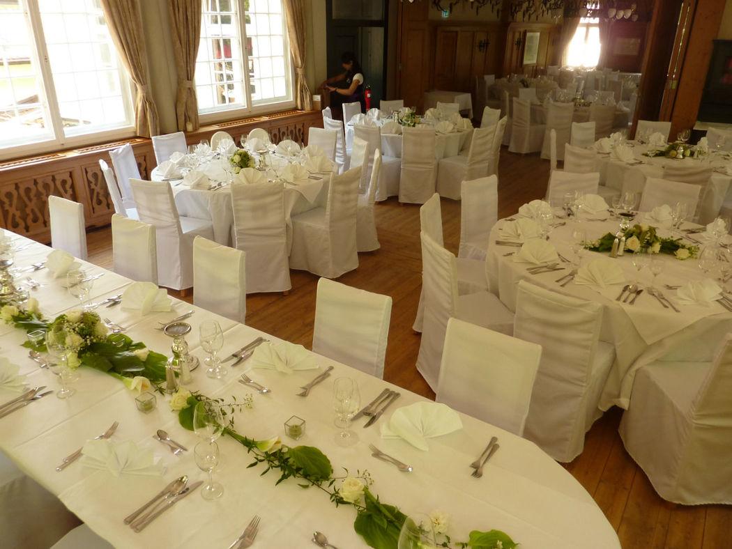 Beispiel: Hochzeitsdekoration - Bankett, Foto: Blumenbinderei.