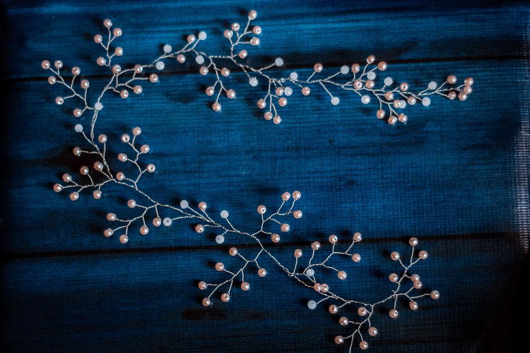Длинная хрустальная веточка-венок с чешскими хрустальными бусинами и розовым стеклянным жемчугом.