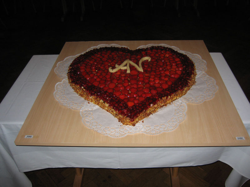 Beispiel: Hochzeitstorte, Foto: Gasthof Peterwirt.