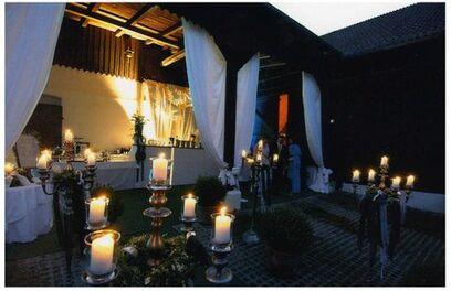 Beispiel: Terrasse am Abend, Foto: Gut Grafenried.