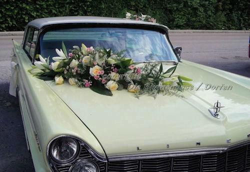 Beispiel: Autoschmuck, Foto: Die Blumenoase.