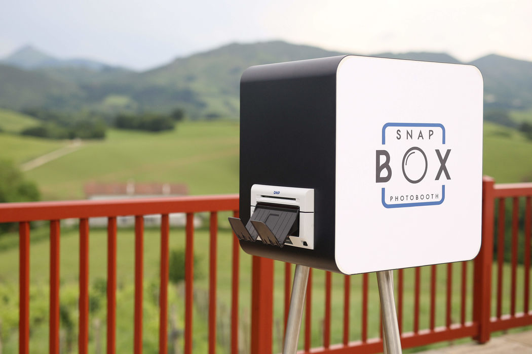 Snapbox Photobooth by JD Photography