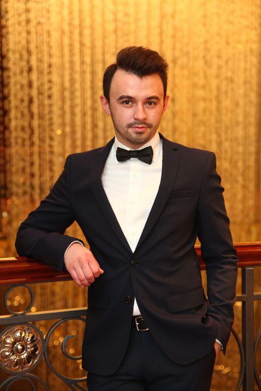Ведущий Иван Линьков