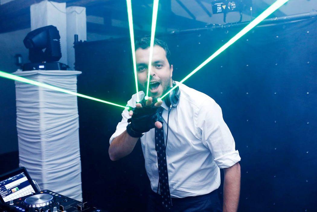 Dj, Luces y Sonido con The Party Institute by DJ Nicola Adamoli Foto Registrada