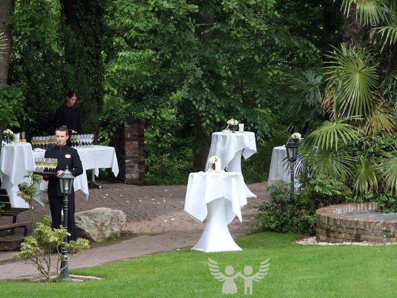 Beispiel: Sektempfang mit Erfolg, Foto: Die Engel der Hochzeit.