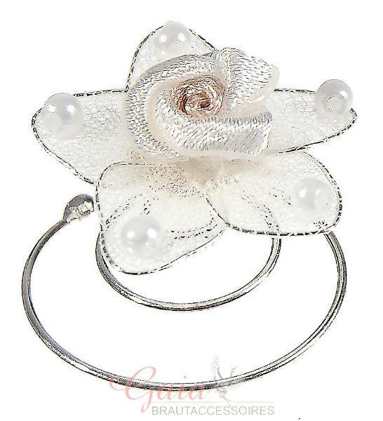 Beispiel: Einzelne Blüten für das Haar, Foto: Gaia Brautaccessoires.