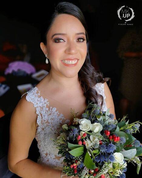 MKUP Evelyn Panez