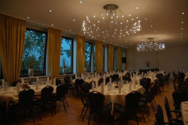Beispiel: Moderner Staufersaal, Foto: Schlosshotel Molkenkur.