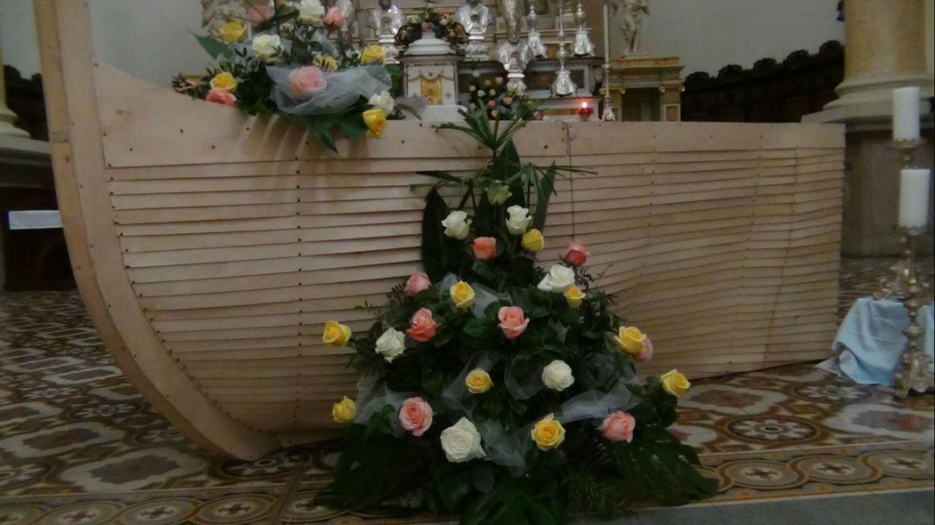 Addobbo Chiesa rose bianche rosa e gialle