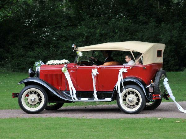 Beispiel: Hochzeitsauto nach Ihren Wünschen, Foto: Wedding and Dreams.