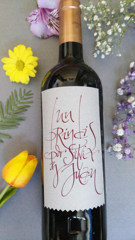 Etiqueta de vino personalizada para los novios