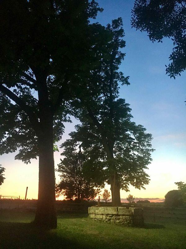 Le puit au coucher du soleil