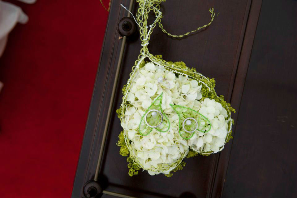 Beispiel: Ringkissen aus Blumen, Foto: Achillea Dein Blumenladen.