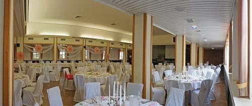Beispiel: Hochzeitsgedeck, Foto: Hoffmannhaus Fallersleben.