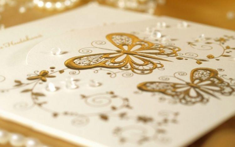 Beispiel: Hochzeitskarten mit Swarowski Kristallen, Foto: Pamas Hochzeitskarten.