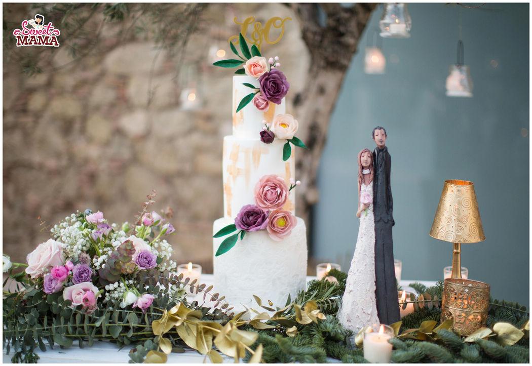 Tarta fondant con flores de papel comestible en Can Magí. Foto: Andrea Ferrara.