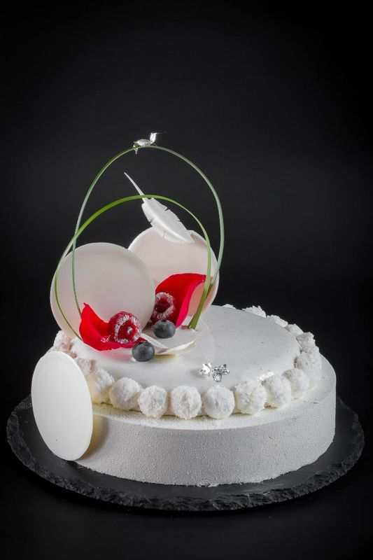 Муссовый маленький свадебный торт