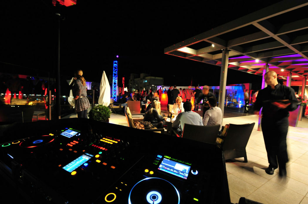 DJ en terraza Atic