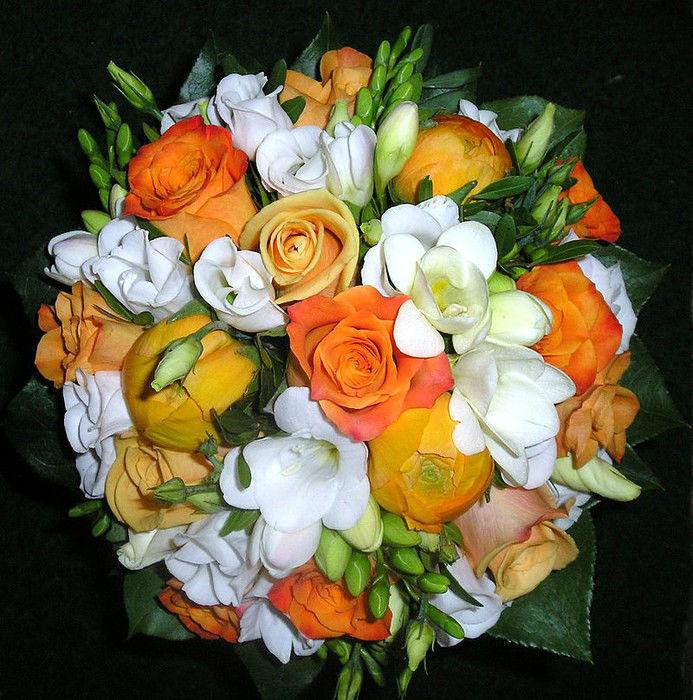 Beispiel: Brautstrauß in Orange und Weiß, Foto: Florist Atelier Klotz.
