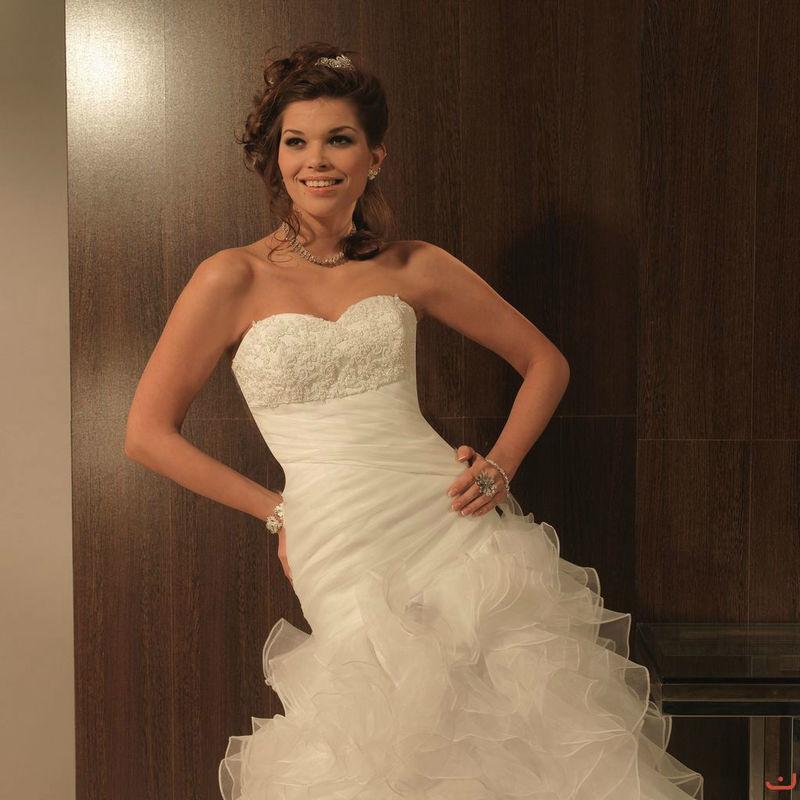 Beispiel: Stilvolles Brautkleid, Foto: Doris Renn.