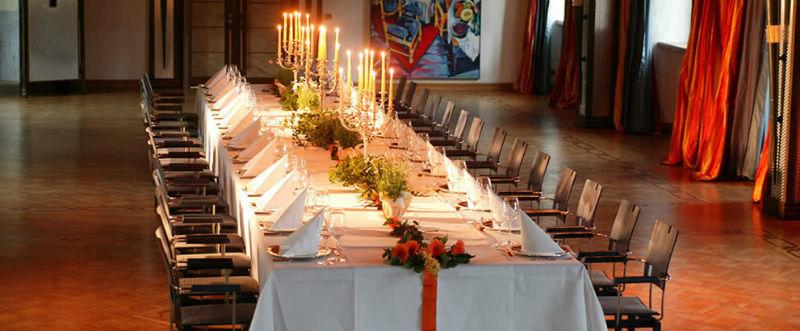 Beispiel: Hochzeitstafel, Foto: Göbel's Schlosshotel.