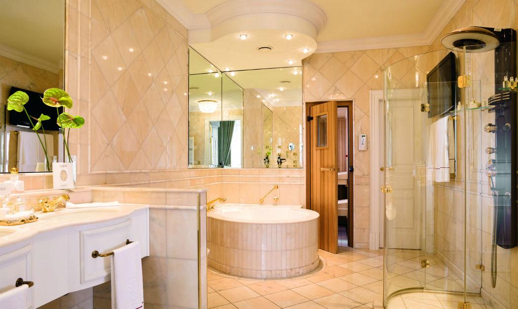 Beispiel: Badezimmer, Foto: Althoff Grandhotel Schloss Bensberg.