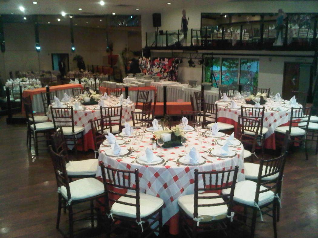 Servicio integral que comprende: sede, banquete, montaje, fiesta tema, decoración, entre otros servicios.