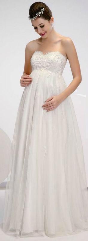 Beispiel: Brautmode - Amelie, Foto: Hamburger Brautsalon.