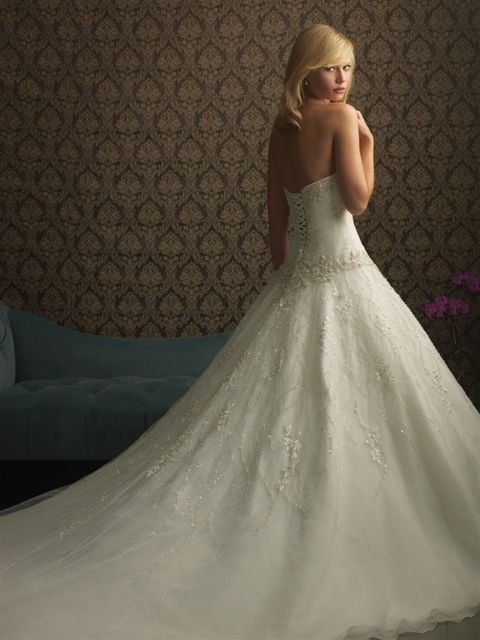 Marca: Allure Bridals. Modelo:8769-espalda.