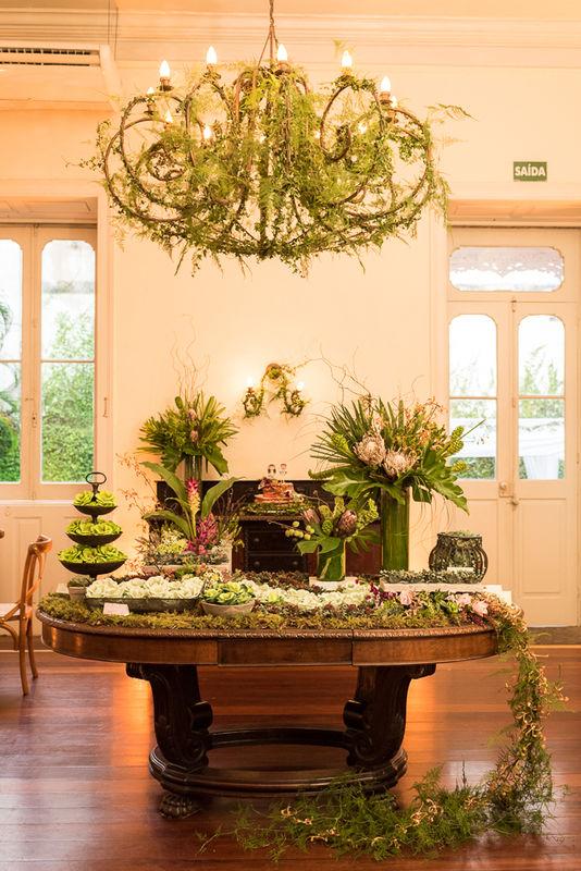 E para a mesa de doces fizemos um jardim verde. Coisa mais lindaaaaa