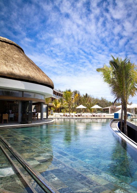Cocktail an der Poolbar? Centara Posté Lafayette Resort & Spa Mauritius, Foto: Centara Hotels and Resorts.