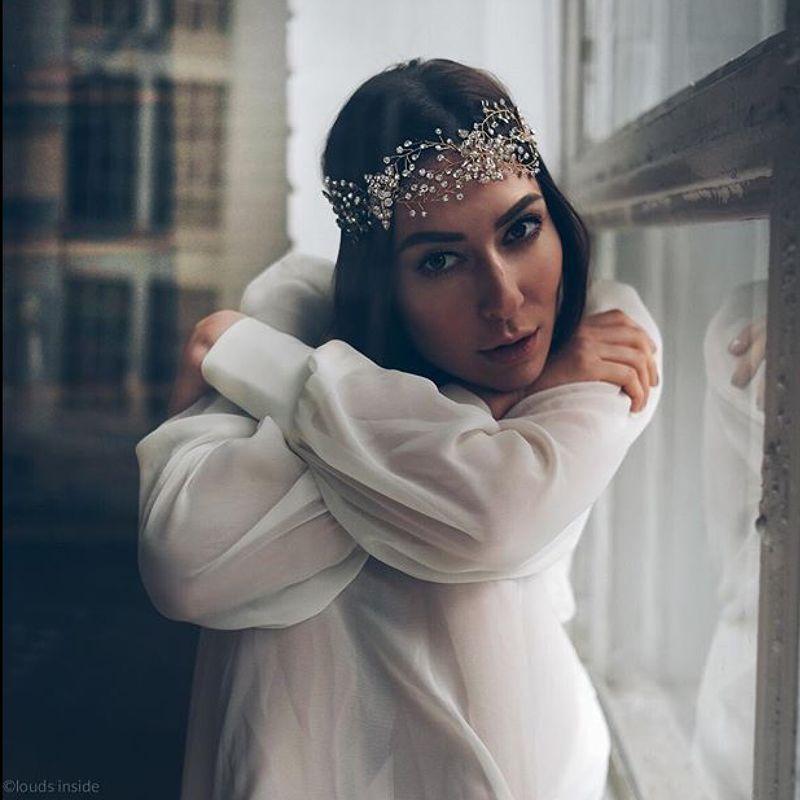 Если вы хотите получить украшение, идеально вписывающееся в ваш свадебный образ, то вы обратились по адресу:) мы создадим его для вас, с любовью ...