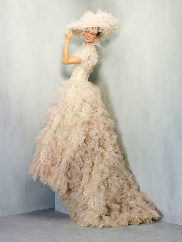 Beispiel: Außergewöhnliches Brautkleid, Foto: Dolce Vita.
