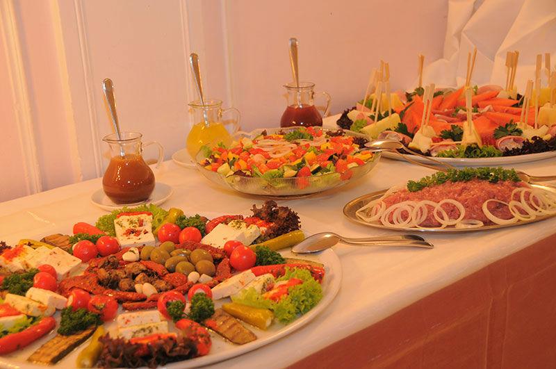 Beispiel: Hochzeitsbuffet, Foto: Landhaus Hubertus.
