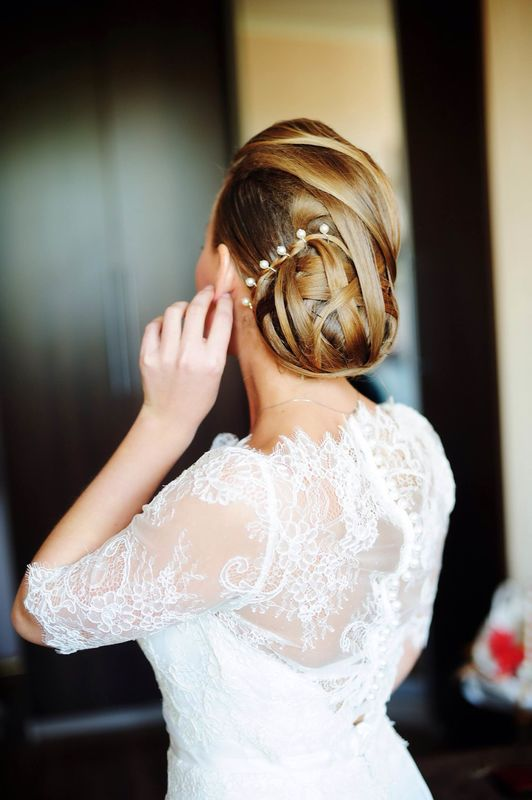 Александра. Низкий пучок -тренд причёсок невест 2016