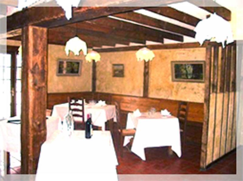 Salle Les Gros Sabots Surface : 50 et 18 m2 Rez-de-chaussée