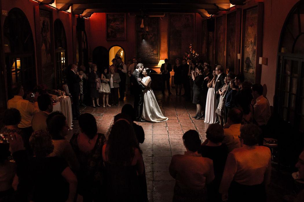 Primer baile en Bodegas Campos. Valentín Gámiz fotógrafo de bodas en Córdoba.