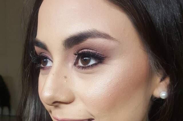 Elizabeth Vazquez - Makeup Artist