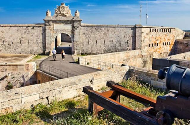 La Mola de Menorca Fortalesa Isabel II